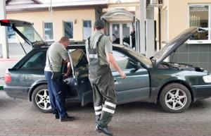 Mimo szczegółowej kontroli, litewskim celnikom udaje się wykryć tylko 10 proc. od całej kontrabandy, ale to i tak dwa razy więcej niż średnio wykrywa się w całej Unii Europejskiej. Fot. Marian Paluszkiewicz