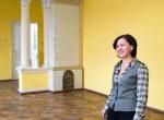 Przestrzenna sala z kominkiem już służy do zajęć muzycznych Fot. Marian Paluszkiewicz