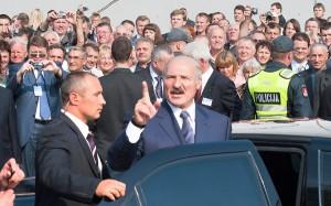 Po latach izolacji prezydent Białorusi był entuzjastycznie witany na Litwie przez litewskich przedsiębiorców i polityków, którzy nie kryli swoich oczekiwań wobec rozwoju współpracy gospodarczej z Białorusią. Fot. Marian Paluszkiewicz