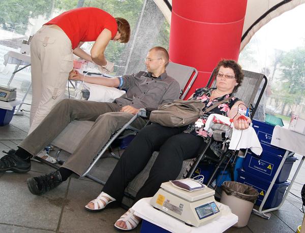 Akcja krwiodawstwa: Skocz wyżej pępka i podaruj krew!