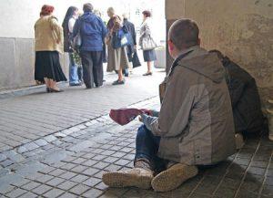 Prawie 62 proc. osób żebrzących jest w wieku zdolnym do pracy Fot. Marian Paluszkiewicz
