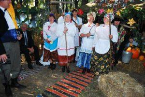 Przy stoisku gminy kamiońskiej świętowano wesele