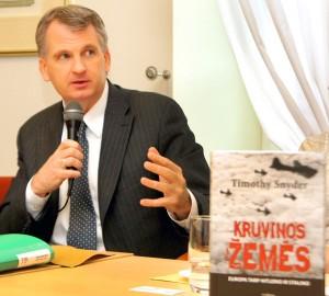 Podczas dyskusji była omawiana nowa książka Timothy'ego Snydera Fot. Marian Paluszkiewicz
