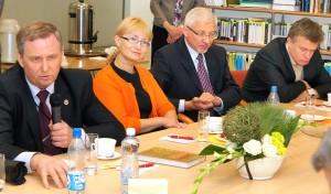 Udział w dyskusji wzięli historycy i znani działacze społeczni Fot. Marian Paluszkiewicz