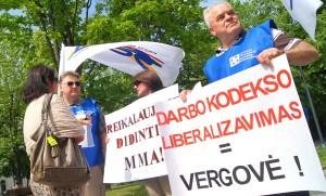 Protestujący liberalizację kodeksu pracy przyrównali do niewolnictwa Fot. Marian Paluszkiewicz