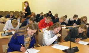 Po raz szósty wczoraj odbył się egzamin z Konstytucji Litwy   Fot. Marian Paluszkiewicz