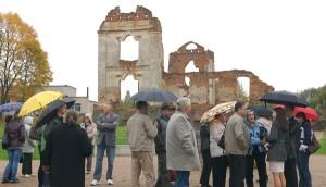Turyści mogą już zwiedzać uporządkowany teren Fot. Marian Paluszkiewicz