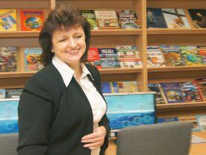 """""""W naszej pracy wszystko się liczy: szczerość, życzliwość, dobroć, no i uśmiech"""" — mówi Krystyna Kuźmicka, kierowniczka biblioteki Fot. Marian Paluszkiewicz"""