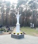 Figura Jezusa Zmartwychwstałego na cmentarzu w Czarnym Borze