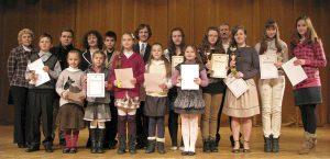 Zdobywcy pierwszych trzech miejsc otrzymali złote puchary, a wszyscy uczestnicy – dyplomy i upominki.