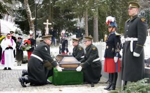 W 2002 r. prochy żołnierzy francuskich zostały z honorami pochowane na Cmentarzu Antokolskim Fot. Marian Paluszkiewicz