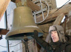 Według starej tradycji każdy dzwon otrzymał imię, symboliczny znak oraz wpis po łacinie  Fot. Marian Paluszkiewicz