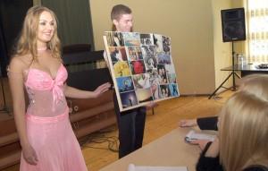 Monika Kłunduk interesuje się fotografią, swoje prace przedstawiła jury Fot. Marian Paluszkiewicz