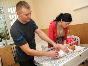 Kobiety, które potrzebują intymności, chcą pobyć wyłącznie z dzieckiem i ojcem, mogą prosić o osobny pokój Fot. Marian Paluszkiewicz