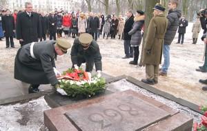 Bronisław Komorowski złożył wieniec na płycie poświęconej pamięci powstańców styczniowych Fot. Marian Paluszkiewicz