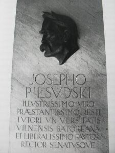 Tablica pamiątkowa ku czci J. Piłsudskiego w klinice ocznej USB