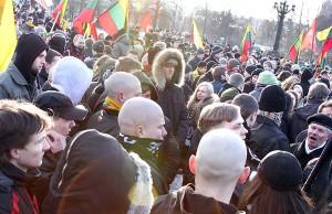 W tegorocznym marszu nacjonalistów, skenheadów i neofaszystów wzięło udział około 3 tys. osób Fot. Marian Paluszkiewicz