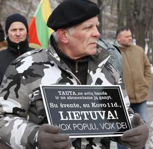 """Pochody nacjonalistów pod hasłem """"Litwa dla Litwinów!"""" tradycyjnie przyciągają barwne i kontrowersyjne postacie Fot. Marian Paluszkiewicz"""