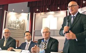 Ambasador RP w Wilnie Janusz Skolimowski (od prawej) zagaił spotkanie Fot. Marian Paluszkiewicz