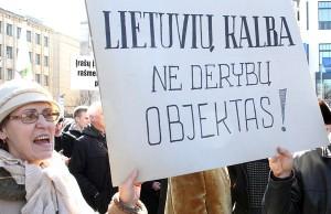 Według protestujących, uszczuplenie kompetencji języka litewskiego nie może być tematem żadnych negocjacji  Fot. Marian Paluszkiewicz
