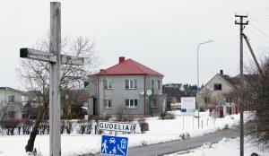 Przydrożny krzyż w Gudelach jest symbolem zarazem zwycięstwa i przegranej Polaków Wileńszczyzny w walce o swoją ojcowiznę Fot. Marian Paluszkiewicz
