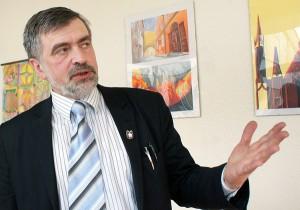 """Dyrektor Adam Błaszkiewicz: """"Jesteśmy otwarci na kontakty z innymi szkołami""""Fot. Marian Paluszkiewicz"""