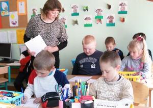 Lekcje w klasie II przebiegają  pod bacznym okiem Lilii Baslykienė Marian Paluszkiewicz