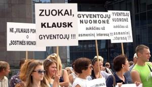 Na wiecu wystąpiono przeciwko reformom Artūrasa Zuokasa w transporcie publicznym Wilna Fot. Marian Paluszkiewicz