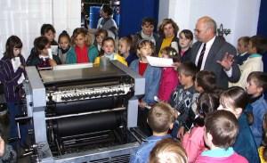 Wizyta kończy się w drukarni, która u dzieci zwykle wywołuje największe zaciekawienie
