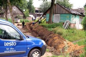 """W ciągu roku litewskie sieci rozdzielcze """"Lesto"""" mają straty 300-400 tys. litów, ponieważ mieszkańcy taboru nie płacą za prąd Fot. Marian Paluszkiewicz"""