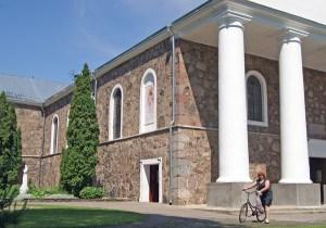 Piękny kościół pw. Wniebowstąpienia Pańskiego ma dobrą akustykę Fot. Marian Paluszkiewicz