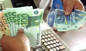 Referendum ws. euro może być przysłowiową kłodą rzuconą pod nogi rządu planującego przyjęcie wspólnej waluty już z początkiem 2015 r. Fot. Marian Paluszkiewicz