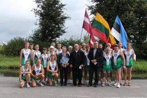 Wspólne zdjęciez przedstawicielami Samorządu Rejonu Wileńskiego przed dalszą drogą