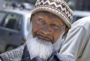 Feroz-un-Din Mir z Indii twierdzi, że ma 141 lat     Fot. archiwum