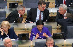 Cofnięcie tzw. ustawy kryzysowej dotyczy przeważnie polityków na najwyższym szczeblu  Fot. Marian Paluszkiewicz