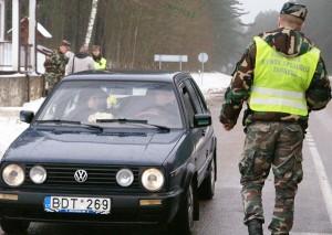 Kontrola na jedynej drodze prowadzącej do pętli dziewieniskiej nie jest zwyczajną kontrolą graniczną, lecz przede wszystkim prewencją kontrabandy i innych naruszeń Fot. Marian Paluszkiewicz