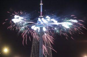Ceremonii zapalenia 32 girland lampek tradycyjnie towarzyszyły salwy fajerwerków, które będzie można obserwować również w noc sylwestrową     Fot. Marian Paluszkiewicz
