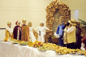 Mali artyści ze szkoły podstawowej przedstawili zebranym gościom biblijną historię narodzenia Jezusa