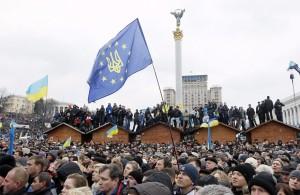Na głównym kijowskim placu — Majdanie — zebrało się, według różnych źródeł , od ponad 100 tys. do pół miliona osób       Fot. ELTA