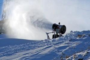 Dla zapewnienia zaśnieżania stoku zakupiono cztery armatki Fot. Marian Paluszkiewicz