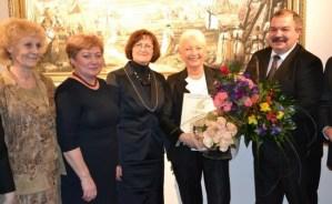 """Nominacją I stopnia """"Za osiągnięcia w rozwoju infrastruktury społecznej"""" została nagrodzona lekarz naczelna Przychodni Centralnej Rejonu Wileńskiego Vida Žvirblienė"""