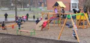 Dzieci śmiało i odważnie rzuciły się w wir zabaw
