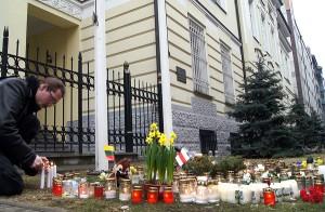 Wilnianie uczcili śmiertelne ofiary starć w Kijowie pod ambasadą Ukrainy w Wilnie Fot. Marian Paluszkiewicz