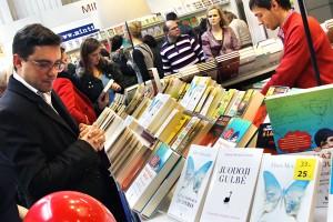 Jubileuszowe Wileńskie Targi Książki odwiedziły tłumy ludzi Fot. Marian Paluszkiewicz