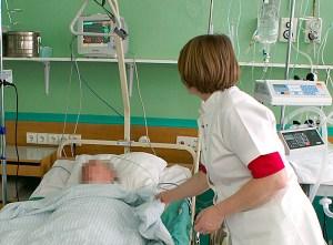 Państwo powinno finansować jedynie udzielanie niezbędnej pomocy medycznej...  Fot. Marian Paluszkiewicz