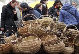 Plecione koszyczki można było nabyć w cenie 25-80 litów Fot. Marian Paluszkiewicz