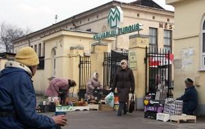 Główne wejście na Rynek Kalwaryjski. Stare pawilony tuż przy wejściu zostaną zachowane po rekonstrukcji Fot. Marian Paluszkiewicz