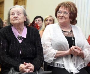 Pierwsza dyrektorka szkoły Katarzyna Palionienė z obecną kierowniczką Fot. Marian Paluszkiewicz
