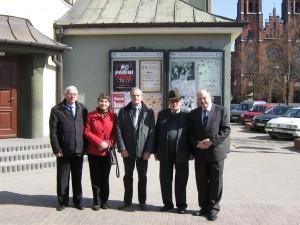 Poeci w Żyrardowie: (od prawej) Jerzy Paruszewski, Alexandru S,erban, Jan Rychner, Teresa Markiewicz i Valeriu Butulescu Fot. Teresa Markiewicz