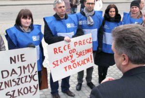 Społeczność szkolna, która organizowała pikietę, może być ukarana w trybie administracyjnym<br/>Fot. Marian Paluszkiewicz
